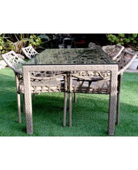 Mesa de comedor de ratán al aire libre