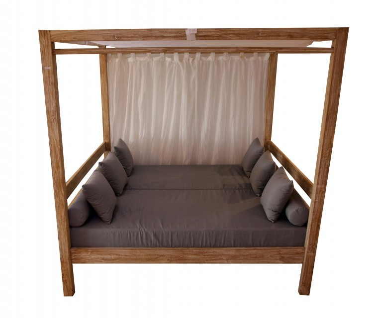 Outdoor teak bed